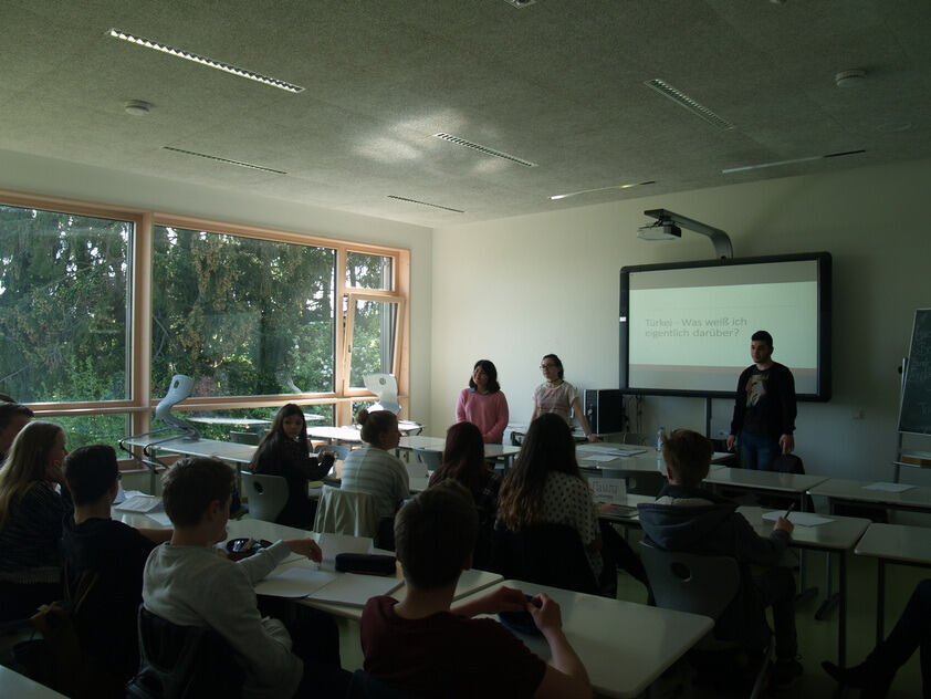 Students teaching Turkish at Rhein-Maas-Gymnasium